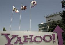 <p>Foto de archivo del logo de la compañía Yahoo en su sede de Sunnyvale, EEUU, 5 mayo 2008. Yahoo probablemente no se desprenda de su inversión de más de 1.000 millones de dólares en la china Alibaba Group, incluso después de la salida de la presidencia ejecutiva de Jerry Yang, un gran simpatizante de China, dijeron el martes analistas. REUTERS/Robert Galbraith</p>