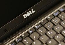 <p>Dell, deuxième fabricant mondial de PC, a réalisé un bénéfice meilleur que prévu au troisième trimestre de son exercice, grâce à des réductions de coûts et à de nouveaux produits. /Photo prise le 26 avril 2008/REUTERS/Brendan McDermid</p>