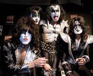 <p>Eles venderam milhões de discos e influenciaram várias gerações de fãs e músicos. Então por que o Kiss não está no hall da fama do rock 'n roll? É isso que o líder da banda, Gene Simmons, gostaria de saber. REUTERS/Kirsten Neumann</p>