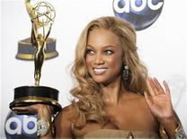 """<p>Tyra Banks poses with her award for Outstanding Talk Show/Informative for """"The Tyra Banks Show"""" at the 35th Annual Daytime Emmy Awards at the Kodak theatre in Hollywood, California June 20, 2008. REUTERS/Phil McCarten</p>"""