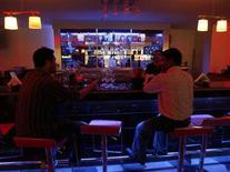 <p>People take wine inside a bar in the northeastern Indian city of Siliguri August 19, 2008. REUTERS/Rupak De Chowdhuri</p>