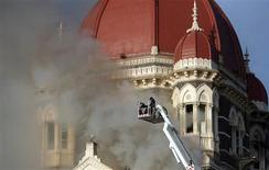 <p>Firefighters try to douse a fire at the Taj Mahal Hotel in Mumbai November 27, 2008. Indian commandos freed hostages from Mumbai's Taj Mahal hotel on Thursday but battled on with gun-toting Islamist militants who launched an audacious attack across India's financial capital, killing more than 100 people. REUTERS/Punit Paranjpe</p>
