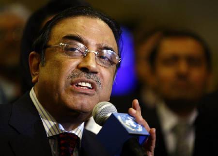 Pakistan President Asif Ali Zardari speaks at U.N. headquarters in New York in this September 26, 2008 file photo. REUTERS/Eric Thayer