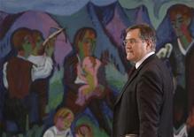 <p>Министр обороны Германии Франц Йозеф Юнг прибыл на совещание в Берлине, 3 декабря 2008 года Правительство Германии в среду решило направить в Аденский залив фрегат и 1.400 военнослужащих в рамках операции Евросоюза по борьбе с сомалийскими пиратами. REUTERS/Tobias Schwarz (GERMANY)</p>