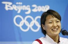 <p>Японская пловчиха Аи Сибата выступает на пресс-конференции в Олимпийской деревне в преддверии Олимпийских игр 2008 года в Пекине 7 августа 2008 года. Золотая медалистка Олимпийский игр в Афинах японка Аи Сибата объявила о завершении своей карьеры, сославшись на мешающие выступать последствия профессиональных травм. REUTERS/Issei Kato</p>