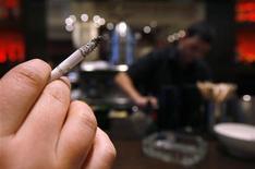 <p>Salute, arriva la sigaretta elettronica per smettere di fumare. REUTERS/Christian Hartmann</p>