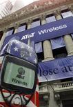 <p>L'opérateur télécoms américain AT&T a annoncé une hausse de 2,5% de son dividende trimestriel malgré son plan social révélé la semaine dernière et un programme de réduction de ses dépenses pour 2009. /Photo d'archives/REUTERS</p>