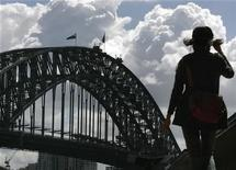 <p>A tourist walks towards the Sydney Harbour Bridge at Circular Quay September 24, 2008 as clouds form in the distance. REUTERS/Will Burgess</p>