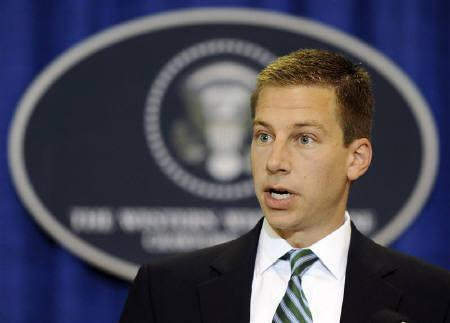 White House Deputy Press Secretary Gordon Johndroe holds a press briefing in Crawford, Texas in this August 22, 2008 file photo. REUTERS/Jonathan Ernst