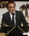 """<p>Danny Boyle accepts the award for Best Picture in """"Slumdog Millionaire"""" at the National Board of Review Awards Gala in New York January 14, 2009. REUTERS/Shannon Stapleton</p>"""