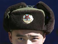 <p>A Chinese soldier looks into the camera at the India-China trade route at Nathu-La, 55 km (34 miles) north of Gangtok, capital of India's northeastern state of Sikkim, January 17, 2009. REUTERS/Rupak De Chowdhuri</p>