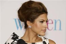 "<p>Actress Eva Mendes, star of the film ""The Women"", poses at the film's premiere in Los Angeles September 4, 2008. REUTERS/Fred Prouser</p>"