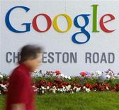 <p>Google a fait état de résultats trimestriels supérieurs aux attentes, la hausse de son chiffre d'affaires publicitaire ayant permis au moteur de recherche d'affronter la crise. /Photo d'archives/REUTERS/Kimberly White</p>
