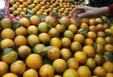 <p>Arance in vendita in un mercato. REUTERS/Kham</p>