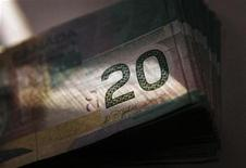 <p>Canadian currency in the form of twenty dollar bills are displayed in this posed photograph in Toronto, October 22, 2008. REUTERS/Mark Blinch</p>