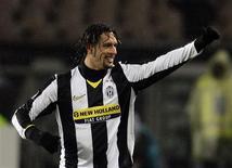 <p>Amauri ficará de fora do amistoso contra a Itália REUTERS/Alessandro Bianchi (ITALY)</p>