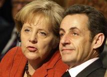 <p>Канцлер Германии Ангела Меркель и президент Франции Николя Саркози слушают выступление вице-президента США Джо Байдена на международной конференции по безопасности в Мюнхене 7 февраля 2009 года. Президент Франции Николя Саркози в субботу призвал Россию присоединиться к санкциям против Ирана в попытках заставить его отказаться от ядерной программы. REUTERS/Michael Dalder (GERMANY)</p>