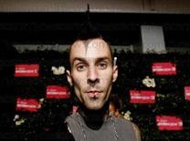 <p>Foto de archivo del baterista de la banda punk rock Blink-182, Travis Barker, en un evento en Los Angeles, 20 jun 2006. Los miembros del trío de punk rock Blink-182 anunciaron el domingo en la ceremonia de los premios Grammy que se reunirán para una gira y un nuevo álbum después de cuatro años de receso.</p>