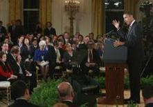 <p>Presidente dos EUA Barack Obama responde aos repórteres em sua primeira coletiva de imprensa, transmitida pela TV na segunda-feira. REUTERS/Jason Reed (UNITED STATES)</p>