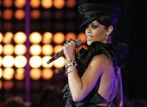 <p>Rihanna performs at the MuchMusic Video awards in Toronto, June 15, 2008. REUTERS/Fred Thornhill</p>