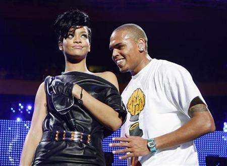 Musicians Chris Brown and Rihanna perform during the Z100 Jingle Ball in New York, December 13, 2008. REUTERS/Lucas Jackson