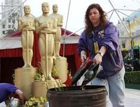 <p>Oscar, tutto pronto per stasera, occhi puntati su Millionaire. REUTERS/Jason Reed</p>