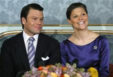 <p>Sweden's Crown Princess Victoria and her fiance Daniel Westling talk to reporters during a news conference after their engagement was announced at the Royal Palace in Stockholm February 24, 2009. REUTERS/Bob Strong</p>