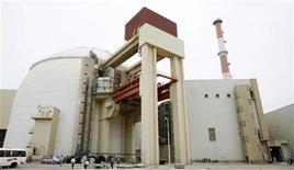 <p>Вид на атомную станцию в Бушере 3 апреля 2007 года. Иран провел успешные испытания на атомной станции в Бушере, поостренной Россией, сообщило государство в среду. REUTERS/Raheb Homavandi</p>