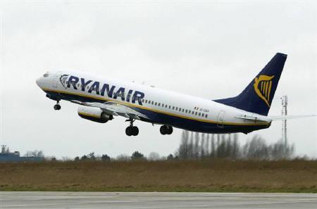 2月27日、ライアンエアが機内のトイレ有料を検討。写真はベルギーの空港で。2004年撮影(2009年 ロイター/Yves Herman/Files)