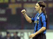 <p>Zlatan Ibrahimovic dell'Inter dopo un gol segnato contro la Roma a San Siro. REUTERS/Alessandro Garofalo</p>