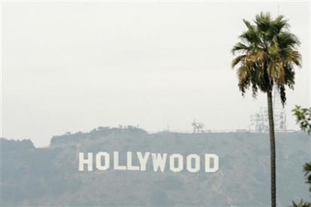 The Hollywood sign is seen on a hazy afternoon in Los Angeles, California, November 4, 2007. REUTERS/Danny Moloshok