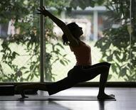 <p>A woman practices yoga at a centre in Kuala Lumpur November 26, 2008. REUTERS/Zainal Abd Halim</p>