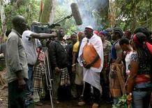 """<p>The movie """"Covenant of the Ancestors"""" is shot in the creeks of Sagbama near Yenagoa in the volatile Niger Delta region of Nigeria August 14, 2006. REUTERS/George Esiri</p>"""