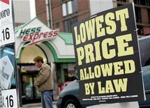 <p>An advertisement is seen outside a gas station in the Queens Borough of New York December 9, 2008. REUTERS/Shannon Stapleton</p>