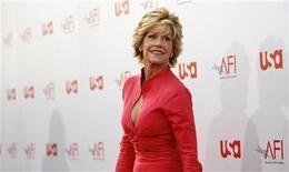 """<p>Foto de archivo en que Jane Fonda asiste a un evento en honor de Warren Beatty en el teatro Kodak en Hollywood, 12 jun 2008. La actriz ganadora del Oscar Jane Fonda estrenó una obra en Broadway por primera vez en 46 años, protagonizando a una académica que padece una enfermedad terminal y que investiga los últimos trabajos de Beethoven en la obra """"33 Variations"""". REUTERS/Mario Anzuoni</p>"""