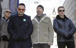 <p>Gli U2, Adam Clayton, Bono, Edge e Larry Mullen. REUTERS/Gary Hershorn</p>