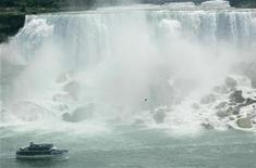 "<p>The ""Maid of the Mist"" moves past the American Falls, United States side (rear), at Niagara Falls, New York July 28, 2007. REUTERS/Gary Cameron</p>"