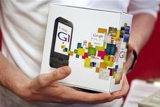 <p>Tutti pazzi per Googlephone: forse entro fine aprile G1 e G2. REUTERS/Mike Segar</p>