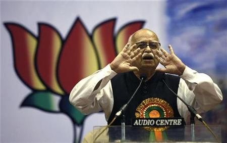 India's main opposition Bharatiya Janata Party (BJP) leader Lal Krishna Advani speaks during a pre-election meet in the eastern Indian city of Kolkata March 6, 2009. REUTERS/Jayanta Shaw