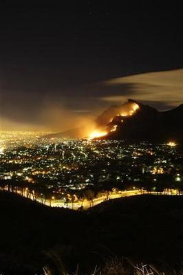 Fire threatens Cape Town