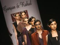 <p>Models display outfits designed by Gunjan and Rahul during a fashion show on the first day of India Fashion Week in New Delhi March 18, 2009. REUTERS/Adnan Abidi</p>
