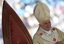 <p>Papa Benedetto XVI a Yaounde. REUTERS/Alessandro Bianchi (CAMEROON RELIGION)</p>