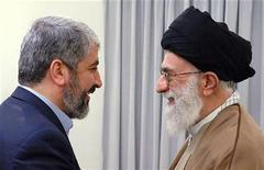 """<p>Духовный лидер Ирана аятолла Али Хаменей (справа) и лидер """"Хамас"""" Халед Мешааль на встрече в Тегеране 1 февраля 2009 года. Иран не замечает никакого изменения в политике США, несмотря на утверждения американского президента Барака Обамы, сказал в субботу духовный лидер Ирана аятолла Али Хаменей. REUTERS/Handout/LEADER.IR (IRAN).</p>"""