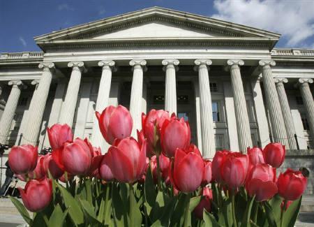 3月23日、オバマ政権が金融機関から不良資産を買い取るための官民共同プログラムの詳細を明らかに。写真は米財務省ビル。2007年4月撮影(2009年 ロイター/Jim Young)