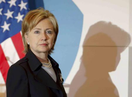 3月25日、クリントン米国務長官は、北朝鮮が長距離弾道ミサイル発射すれば挑発的な行為との認識を示す(2009年 ロイター/Daniel Aguilar)