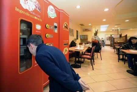3月26日、イタリアでピザの「自動製造販売機」が登場へ。提供写真(2009年 ロイター/Sitos)