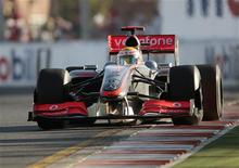 <p>Britânico Lewis Hamilton, durante corrida na Austrália, na qual ficou em terceiro. O piloto disse que o GP da Malásia pode ser difícil para a McLaren. REUTERS/Mark Horsburgh</p>