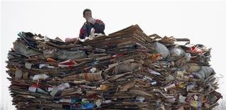 <p>Rifiuti in un centro di raccolta in una foto d'archivio. REUTERS/David Gray</p>