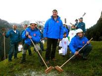 <p>Una squadra di pulitori di montagna svizzeri. REUTERS/WWW.SVIZZERA.IT/PULITORI Handout</p>