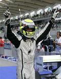 <p>Piloto da Brawn GP Jenson Button comemora a conquista de sua segunda pole position consecutiva no Grande Prêmio da Malásia. 04/04/2009. REUTERS/Zainal Abd Halim</p>